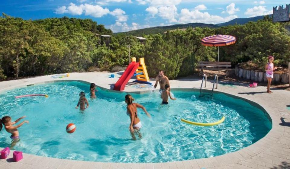 Piscina-02-resort-le-dune-gallery-piscine-sardegna-7